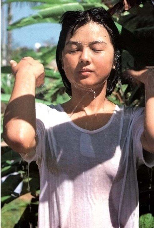 Yakushimaru Hiroko 1964 június 9-én született Tokyo-ban. Iskoláit ...
